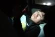Sợ lây virus corona cho gia đình, nam shipper ngủ trên xe, không dám về nhà