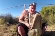 Video: Kinh hãi cảnh người đàn ông dùng tay không mở miệng cá sấu