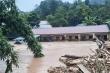 Lũ quét cuồn cuộn đổ về Điện Biên, ít nhất 4 ngôi nhà bị cuốn trôi