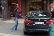 Thanh niên vác gậy sắt đập xe BMW sau mâu thuẫn trên đường