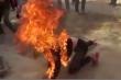 Ghen tuông, chồng đổ xăng đốt vợ đang mang thai ở Kon Tum
