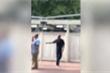 Cựu Tổng thống Obama đeo kính râm, giấu xúc động khi tiễn con vào đại học