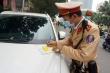 CSGT Hà Nội dán thông báo phạt 'nguội' ô tô dừng đỗ sai quy định