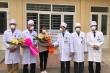 Hạnh phúc vỡ òa của nữ bệnh nhân nhiễm virus corona ở Thanh Hóa ngày ra viện