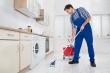 Đàn ông lau nhà giúp vợ giảm được một nửa nguy cơ chết người