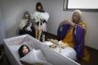 Kỳ dị những đám tang đắt đỏ dành cho búp bê tình dục ở Nhật Bản