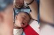 Clip: Em bé cười nắc nẻ khi đang ngủ say