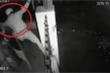Clip: Kẻ biến thái trèo cổng, trộm đồ lót của nhà dân ở Đồng Nai