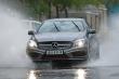 Nguyên tắc vàng khi lái xe dưới trời mưa bão