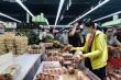 TP.HCM: Dân đứng chờ vào siêu thị từ sớm, kệ hàng thực phẩm vơi đi sau ít phút