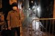 Video: Hà Nội phong tỏa, cách ly con ngõ nơi bệnh nhân 714 sinh sống