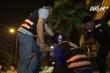 Theo chân những 'người hùng thầm lặng', giải cứu xe miễn phí trong đêm ở Sài Gòn