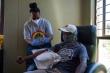 Không có tiền, dân Nam Phi thử nghiệm vaccine COVID-19 để được tiêm phòng