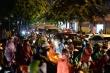 Ảnh: Mưa lớn kéo dài, đường phố Hà Nội ùn tắc hàng giờ liền