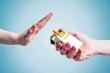 Hút thuốc lá càng dễ mắc COVID-19