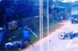 Video: Đi sai đường còn vác gậy đánh người sau va chạm giao thông ở Bình Phước