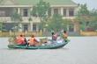 Ảnh: Tàu thuyền, cano ngược xuôi tiếp tế lương thực cho dân vùng lũ Hà Tĩnh