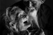 Dân mạng thế giới 'tan chảy' ngắm ảnh tình cảm của cặp vợ chồng U100 Việt Nam