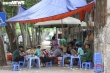 Bỏ ngoài tai lệnh cấm, hàng quán vỉa hè Hà Nội vẫn tấp nập như thường
