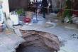 'Hố tử thần' nuốt chửng cột nhà, 6 người may mắn thoát nạn