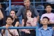 Huỳnh Anh đến sân cổ vũ Quang Hải giữa sự cố lộ tin nhắn nhạy cảm