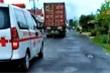 Hú còi nhưng container không cho vượt, tài xế xe cứu thương nói gì?