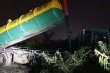 Bắt quả tang 2 xe bồn đổ trộm chất thải ra Đại lộ Thăng Long, Hà Nội