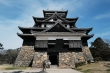 Cận cảnh tòa lâu đài gỗ với lối kiến trúc cổ độc đáo ở Nhật Bản