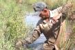 'Sát thủ' săn cua đồng bằng móc sắt ở An Giang