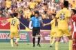 Nam Định thua đau Viettel phút 92, CĐV nổi điên lăng mạ trọng tài