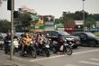 Sau hơn 1 tuần cách ly, đường sá Hà Nội lại đông đúc