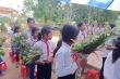 Học sinh miền núi Quảng Trị hái hoa rừng tặng thầy cô ngày 20/11