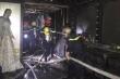 Giải cứu 3 người mắc kẹt trong đám cháy nhà lúc rạng sáng