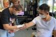 Thanh niên 'cuồng vợ' xăm giấy đăng ký kết hôn lên tay để 'đánh dấu chủ quyền'