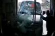 Video: Xe không người lái lao thẳng vào cửa hàng tại Trung Quốc