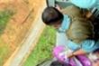 Video: Cận cảnh trực thăng thả hàng cứu trợ cho công nhân Thủy điện Rào Trăng 3