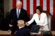 Ông Trump từ chối bắt tay chủ tịch Hạ viện trước khi đọc Thông điệp Liên bang