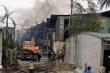 Cận cảnh cháy lớn, kèm nhiều tiếng nổ tại kho hóa chất ở Hà Nội