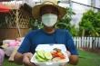 Nghỉ việc vì COVID-19, hàng xóm rủ nhau nấu cơm gửi tặng tuyến đầu chống dịch