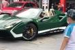 Nữ doanh nhân xinh đẹp lái siêu xe Ferrari mui trần chạy Grab là ai?