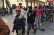 Nam Phi đưa hàng nghìn người vô gia cư vào sân vận động cách ly ngừa Covid-19