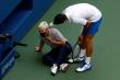 Đánh bóng trúng trọng tài, Djokovic có đáng bị loại khỏi US Open?