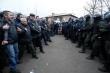 Ukraine: Đám đông đốt phá, ném đá đoàn xe chở người sơ tán về từ Vũ Hán