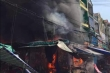 Cháy chợ ở quận Gò Vấp, hàng loạt cửa hàng bị thiêu rụi