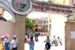 Học sinh đi sớm phải phơi nắng ngoài cổng: Xem xét trách nhiệm cả hiệu trưởng