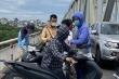 CSGT Hà Nội dùng còng số 8 cứu người đàn ông định nhảy cầu tự tử
