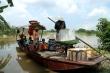 Ảnh: Nước sông Hồng dâng cao, người lái đò chở khách ở Hà Nội kiếm bộn tiền