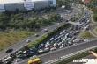 Giao thông tê liệt, hàng nghìn phương tiện chôn chân trước cửa ngõ sân bay Tân Sơn Nhất