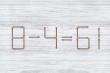 Di chuyển 2 que diêm để phép toán 8 - 4 = 61 thành đúng