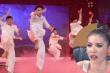 Minh Tú phấn khích với nhóm đấu võ trên nền nhạc 'Dạ cổ hoài lang'